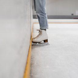 Schlittschuhe auf dem Eis