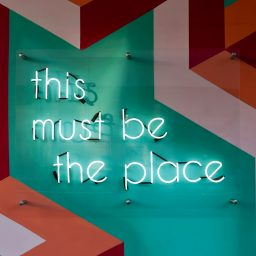 This must be the place - Neonschriftzug