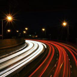 Autobahn in der Nacht